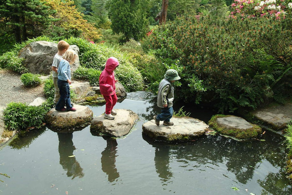 Kids_at_Kubota_Garden_2003